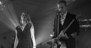 Foto Kim Fomsgaard ME AND MARIA live vocal bass